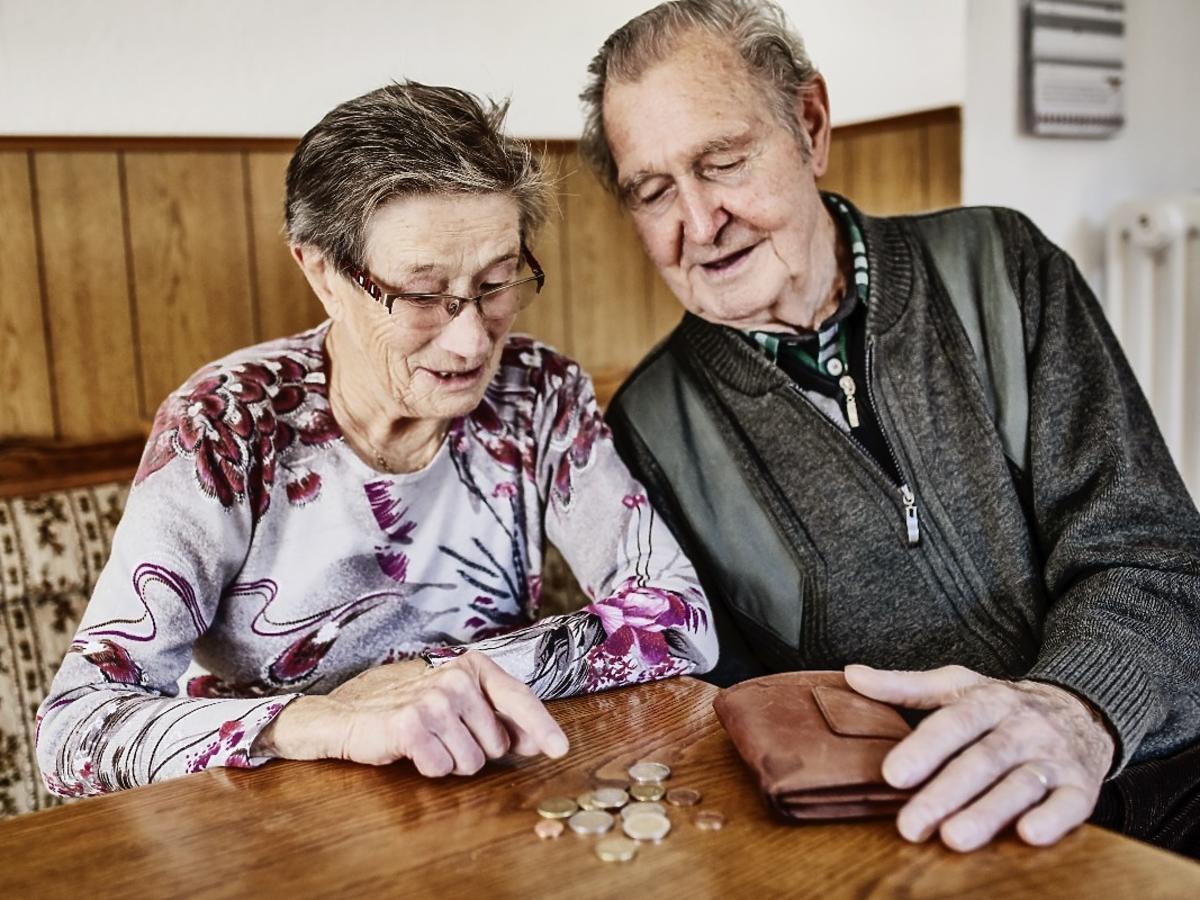 500+ dla emerytów na jedzenie i życie? Sprawdźcie, komu przysługuje