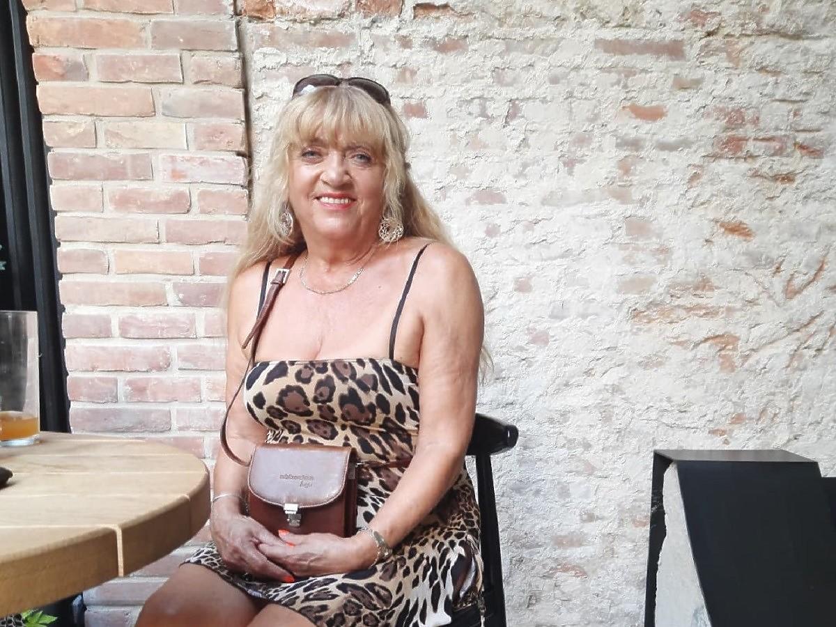 """67-letnia Wiesława z """"Sanatorium miłości"""" pokazała zdjęcie w bikini. Zajada się ciastkami i wciąż zachwyca figurą"""