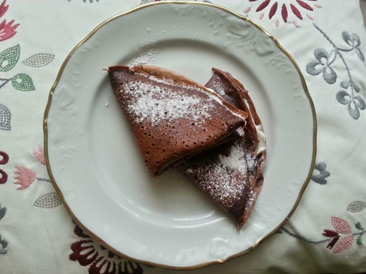 Aromatyczne naleśniki z nutą czekolady. Najprostszy przepis