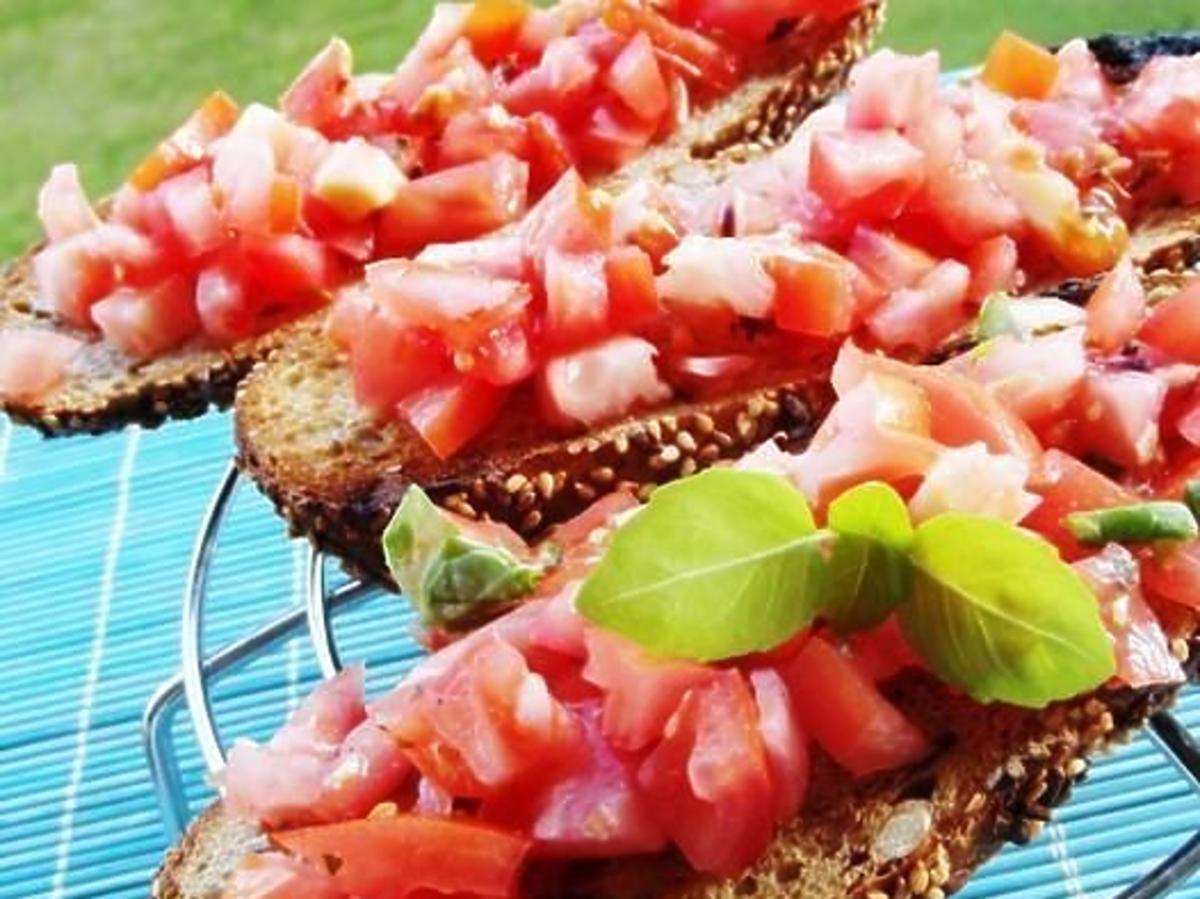 Bruschetta z grilla z pomidorami. Przepis na grilla we włoskim stylu