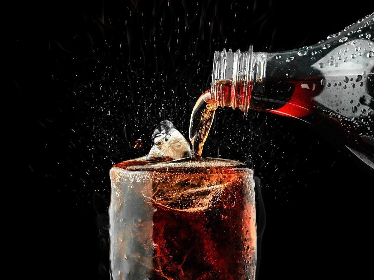 Chłopak zmarł po wypiciu coca coli. Pił za szybko czy wypił za dużo?