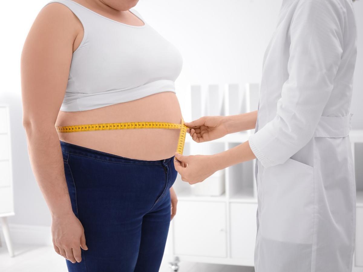 """Cierpicie na otyłość brzuszną? Słowa dietetyczki zaskakują: """"żeby schudnąć, trzeba jeść"""""""