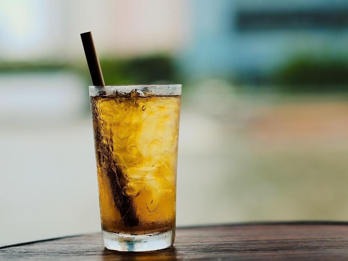 Co pić w upalne dni? Te napoje przyniosą orzeźwienie