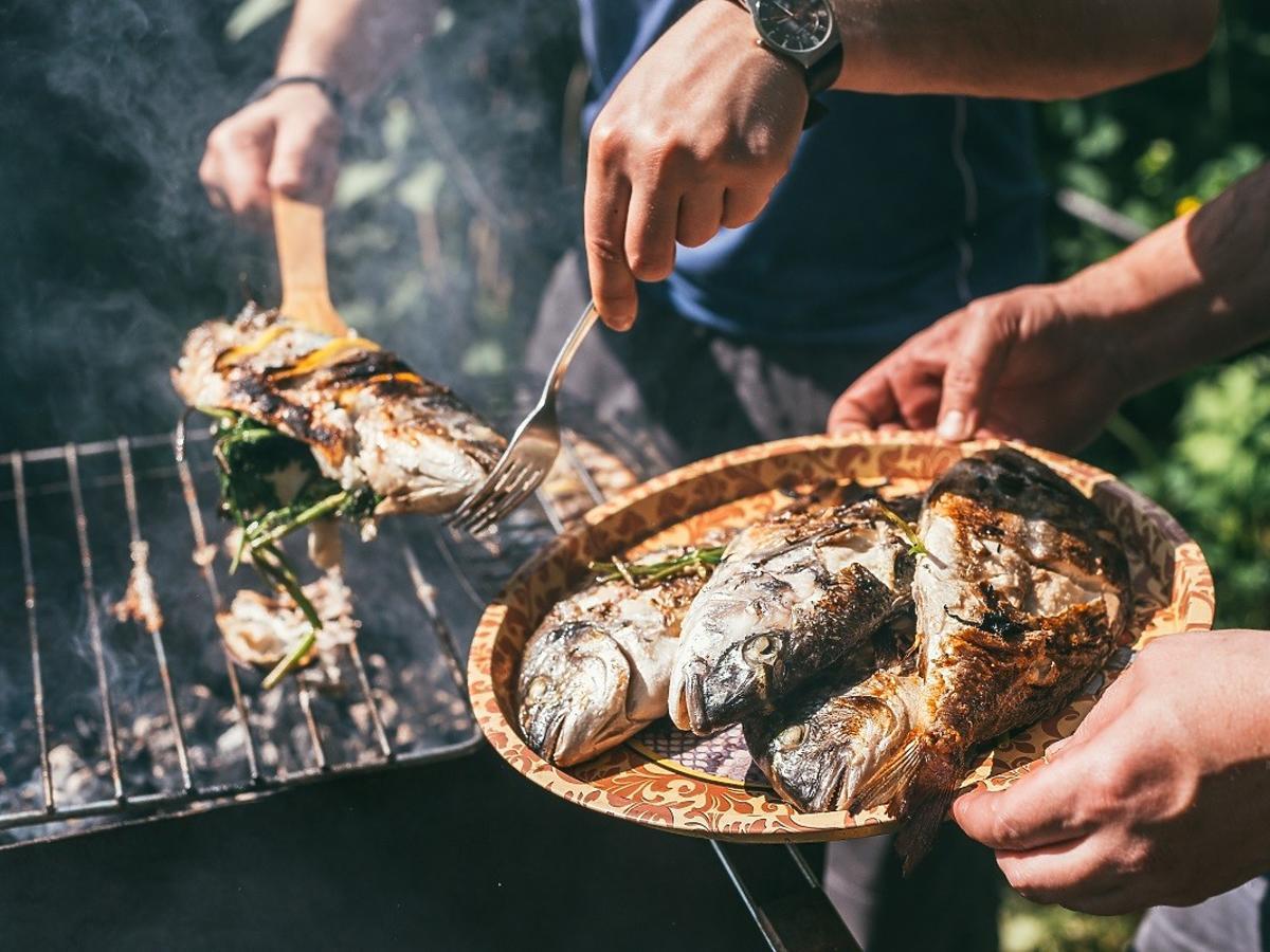 Co zrobić, żeby ryba nie rozpadła się na ruszcie? 10 min przed pieczeniem zróbcie 1 rzecz