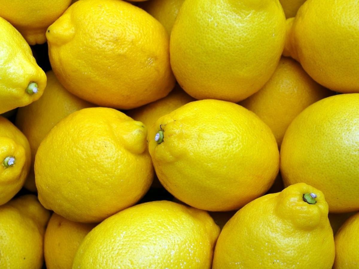 Cytryna, jak wycisnąć cytrynę