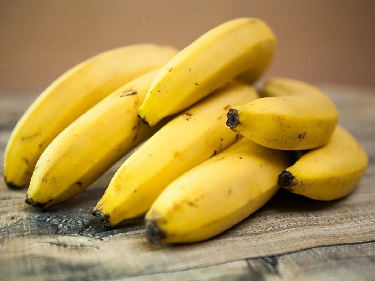 Czy można zjeść banana na pusty żołądek? Lekarze nie pozostawiają złudzeń