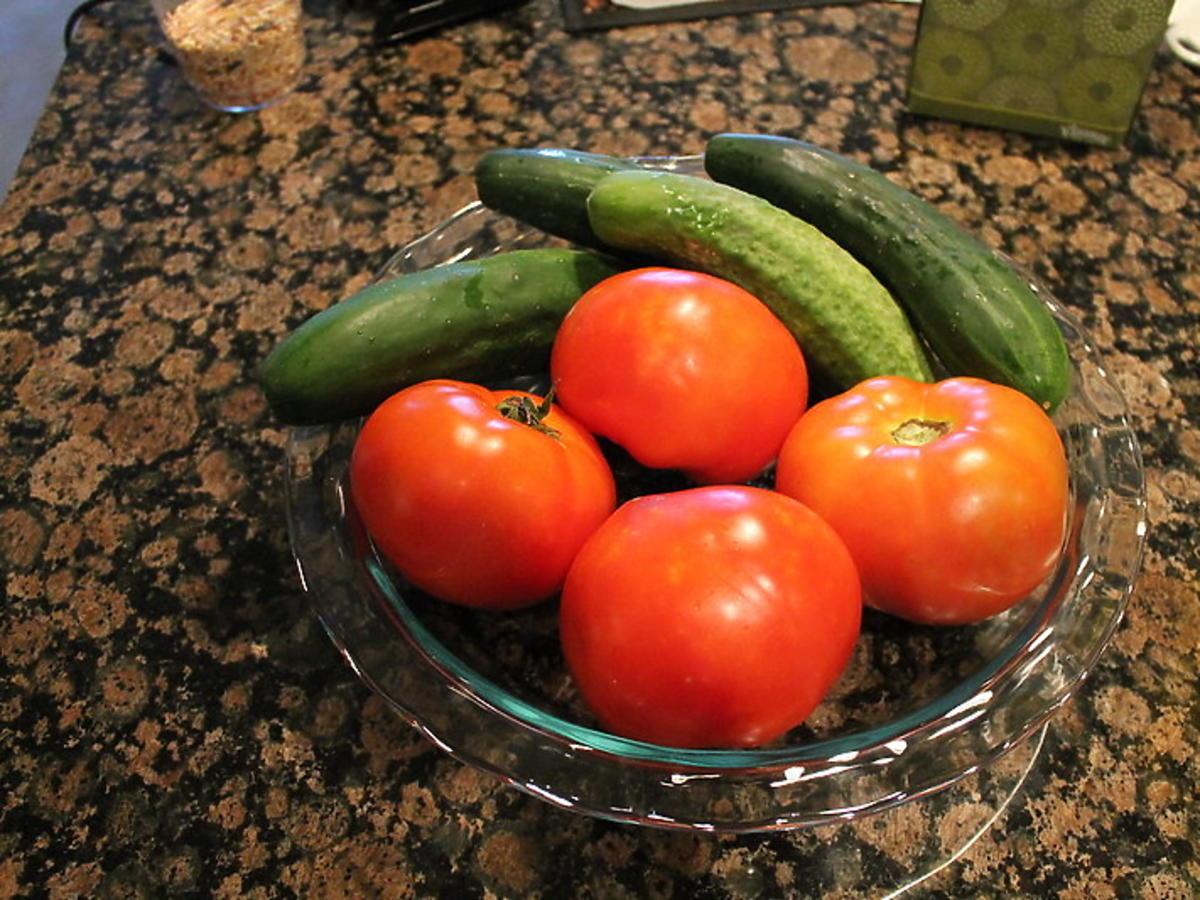 Czy spożywanie pomidora z ogórkiem jest zdrowe? Jest wiele mitów. Większość była w błędzie