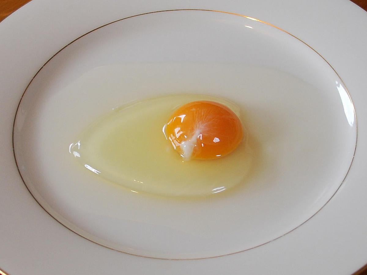 czy trzeba usuwać białą skrętkę na jajku