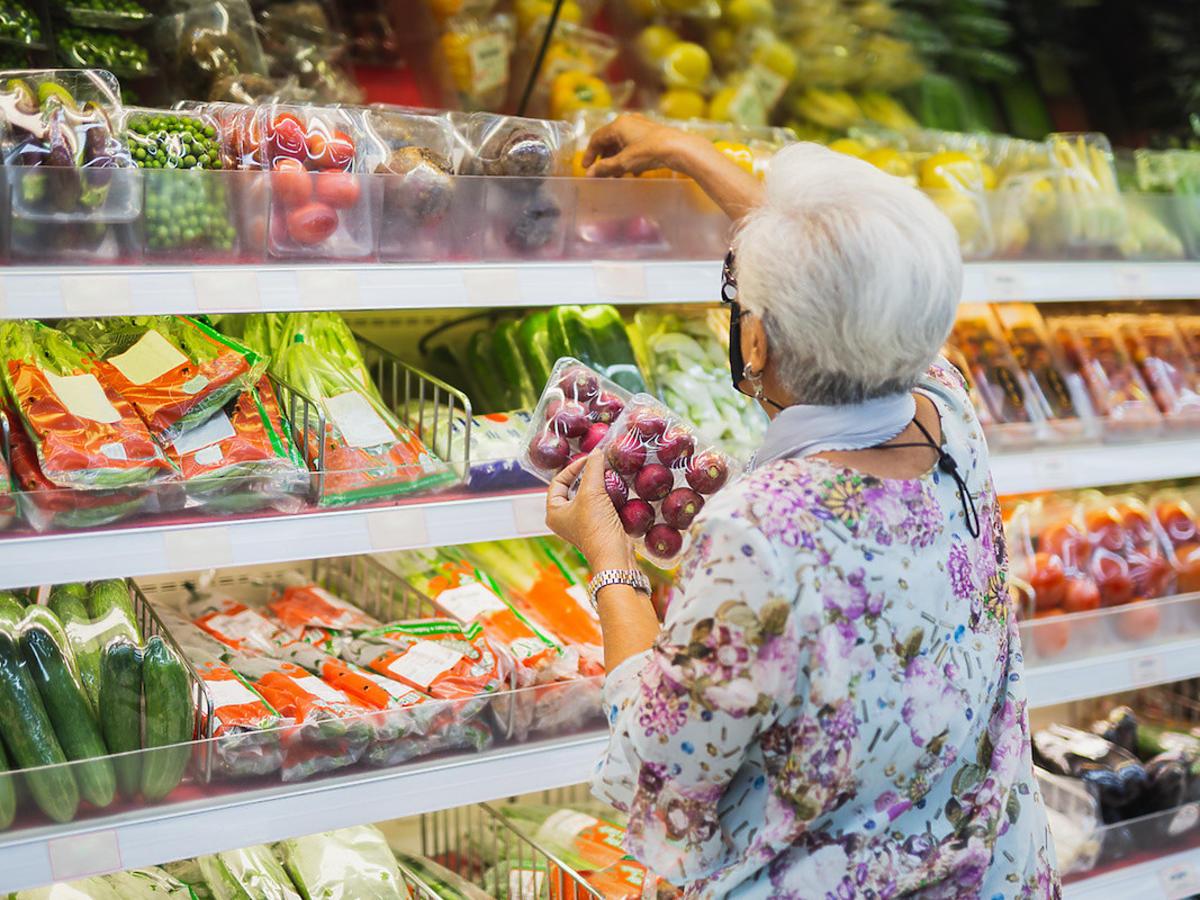 Czy wrócą godziny dla seniorów w sklepach spożywczych? Minister zdradził, kiedy mogą wrócić obostrzenia