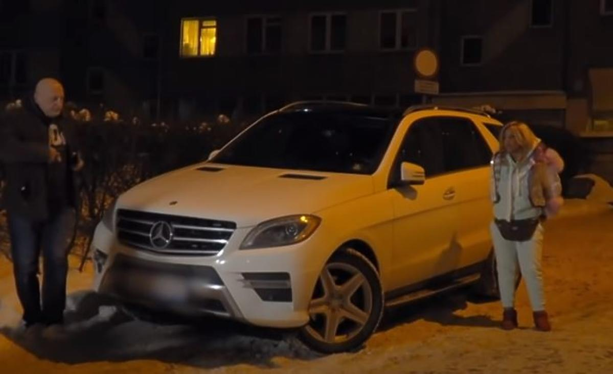 """Dagmara Kaźmierska narzeka, że nie może chodzić, ale zajada się lodami i """"dopycha serniczkiem"""""""