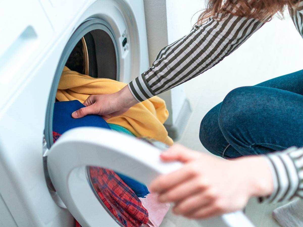 Dodajcie 2 łyżki tej przyprawy do prania, a efekt będzie wprost niewiarygodny. Mało kto o tym słyszał