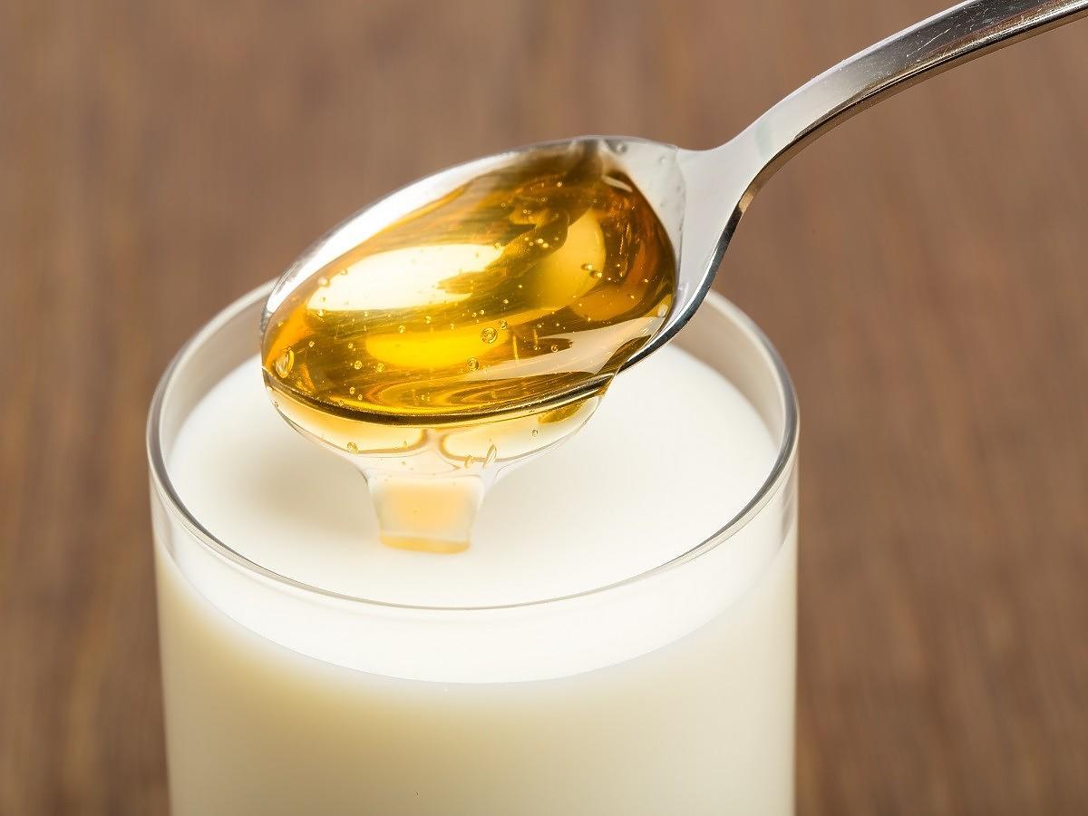 Dodajcie to do mleka z miodem, a zapomnicie o jesiennej infekcji. Tę miksturę zrobi nawet laik