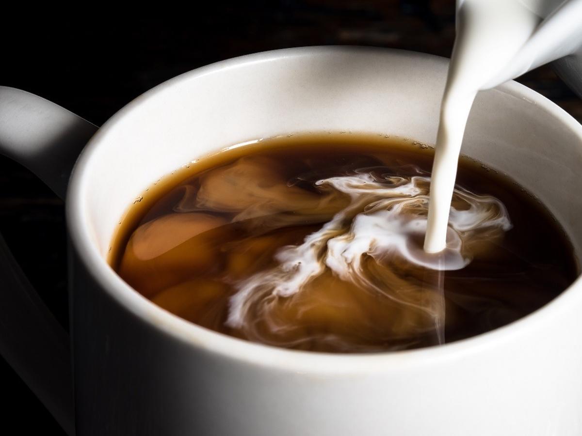 Dolewacie to do kawy? Ten produkt zawiera mnóstwo tłuszczów trans i przyczynia się do nowotworów