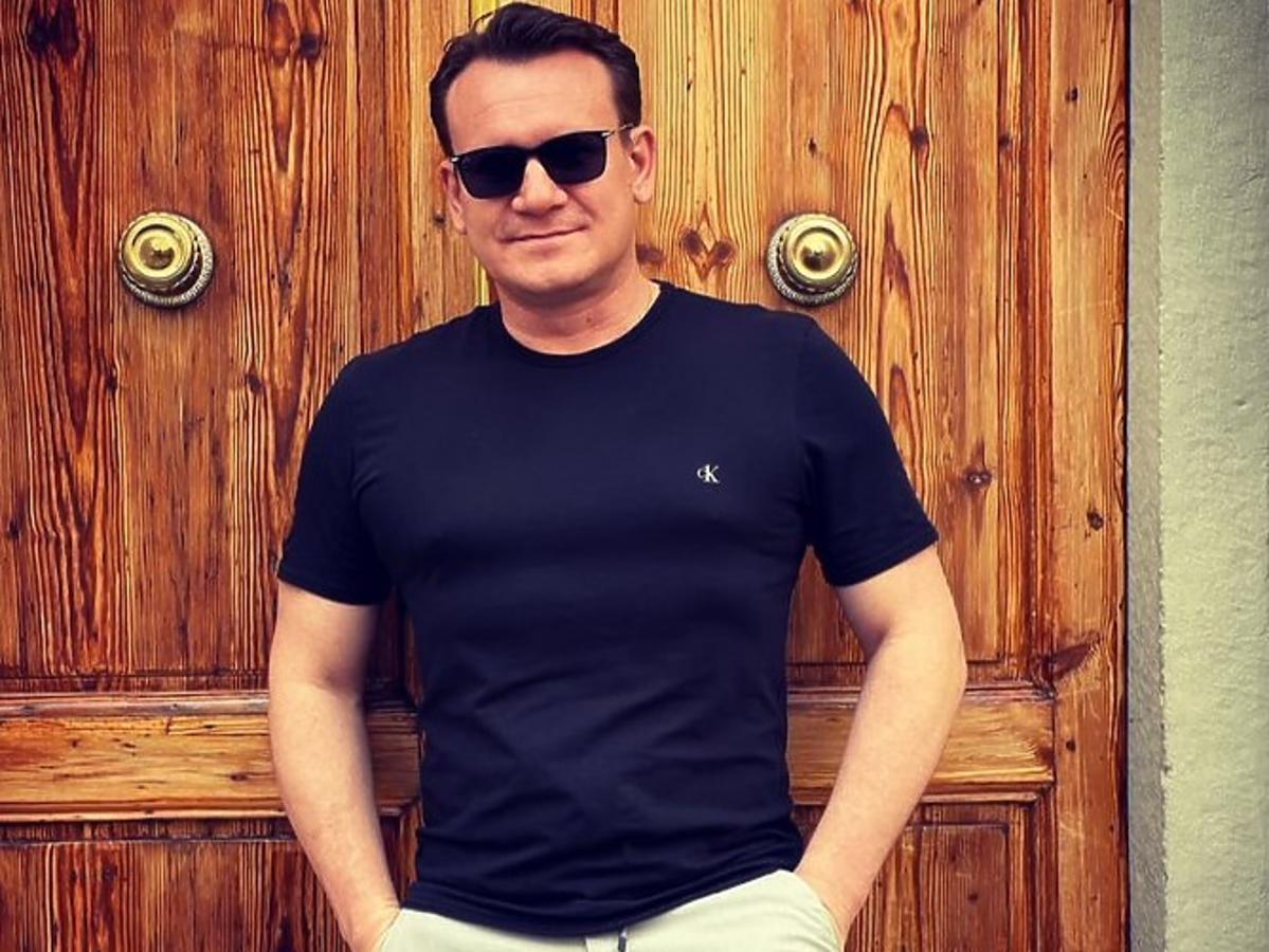 Dominik Tarczyński schudł 12 kg. Poseł PiS zdradza jak schudnąć bez ćwiczeń na siłowni. Chodzi o menu