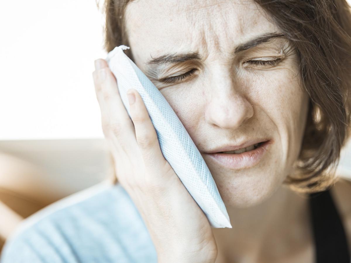 Domowy sposób na ból zęba? Weźcie te 2 przyprawy i zróbcie z nich miksturę (sól, pieprz, odrobina wody)