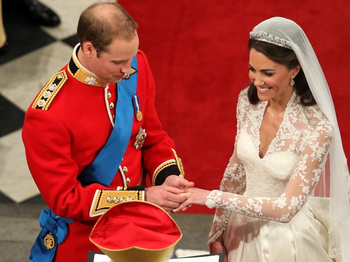 Dzisiaj 10. rocznica ślubu księcia Williama i Kate. Ich weselne menu trzeba było jeść palcami!