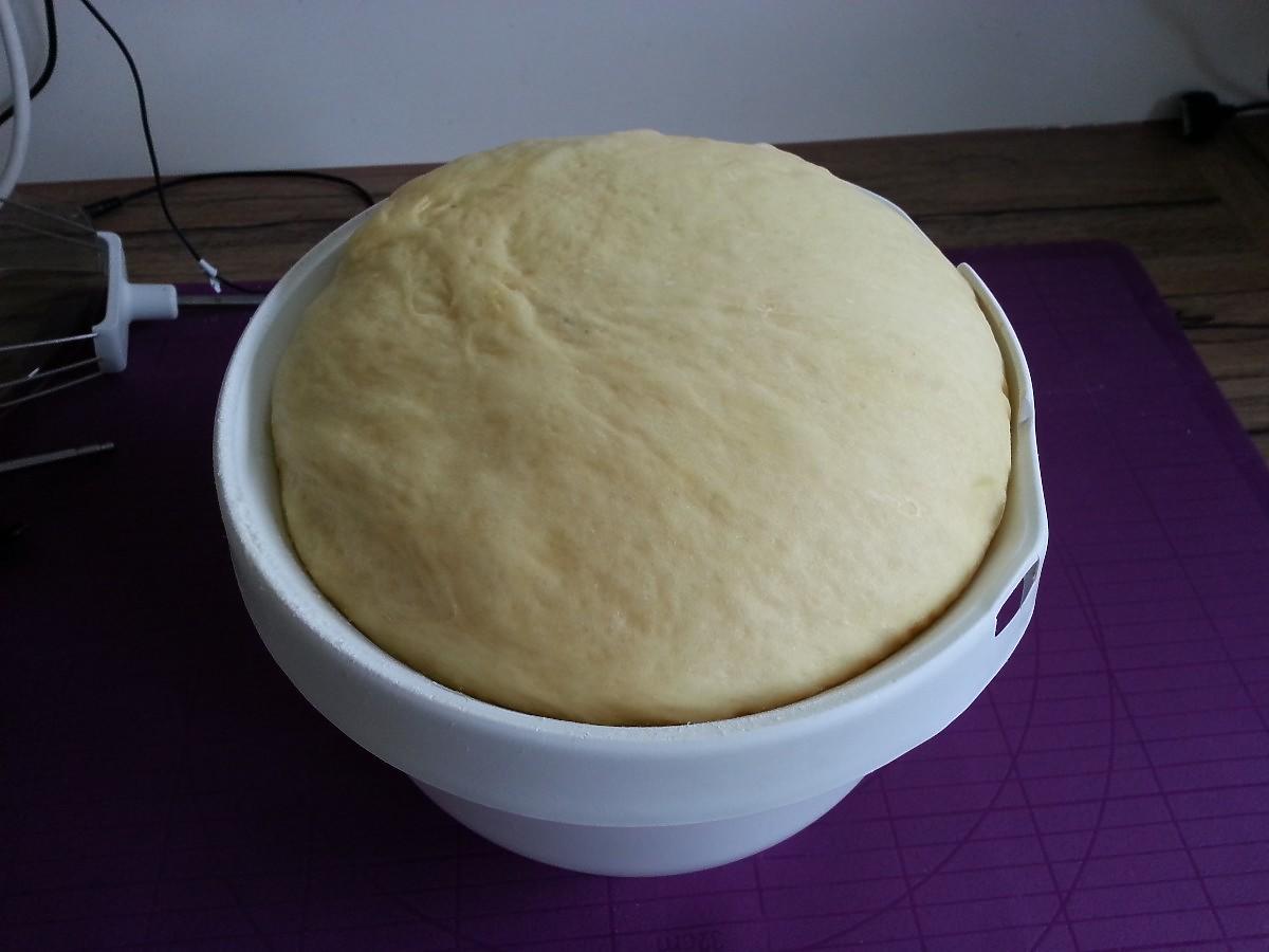 Gdzie odstawiać ciasto drożdżowe do wyrośnięcia, gdy grzejniki już zimne? Sprawdziliśmy to