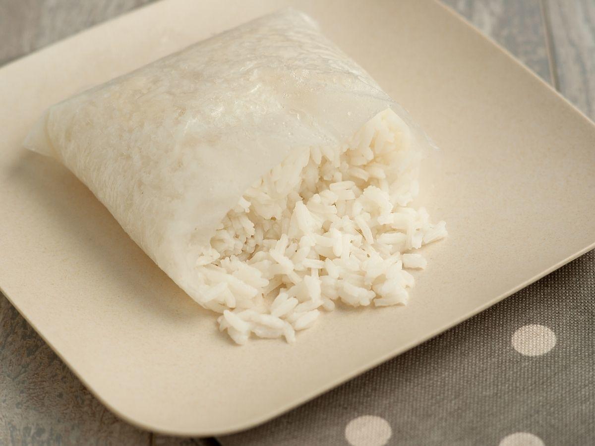 Gotujecie kaszę i ryż w torebkach? Uważajcie – mogą uwalniać bardzo groźny dla zdrowia plastik