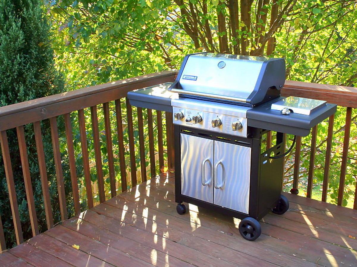 Grill na balkonie. Czy można grillować w bloku?
