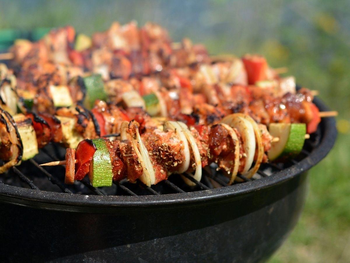 Grillujecie mięso w ten sposób? Niestety, nie mamy dobrych informacji. Zwiększacie ryzyko raka