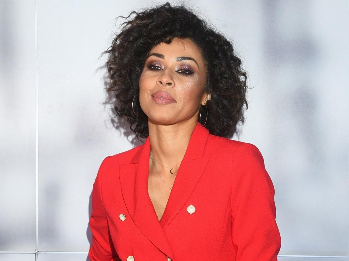 Gwiazda TVN Omenaa Mensah pokazała jak smaży schabowe dla męża. Jej odważny strój przyciągnął uwagę