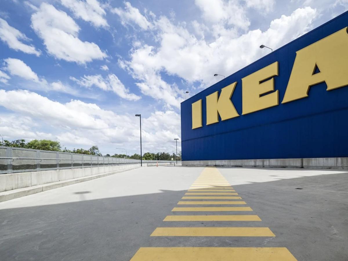 """IKEA pilnie wycofuje kubki i talerze. """"Istnieje ryzyko pęknięcia i oparzenia"""""""