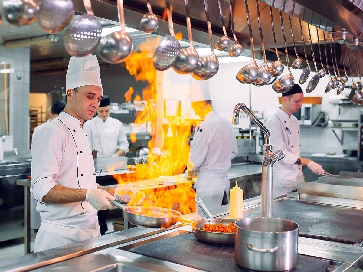 Ile można zarobić w gastronomii? Restauracje kuszą wysokimi zarobkami