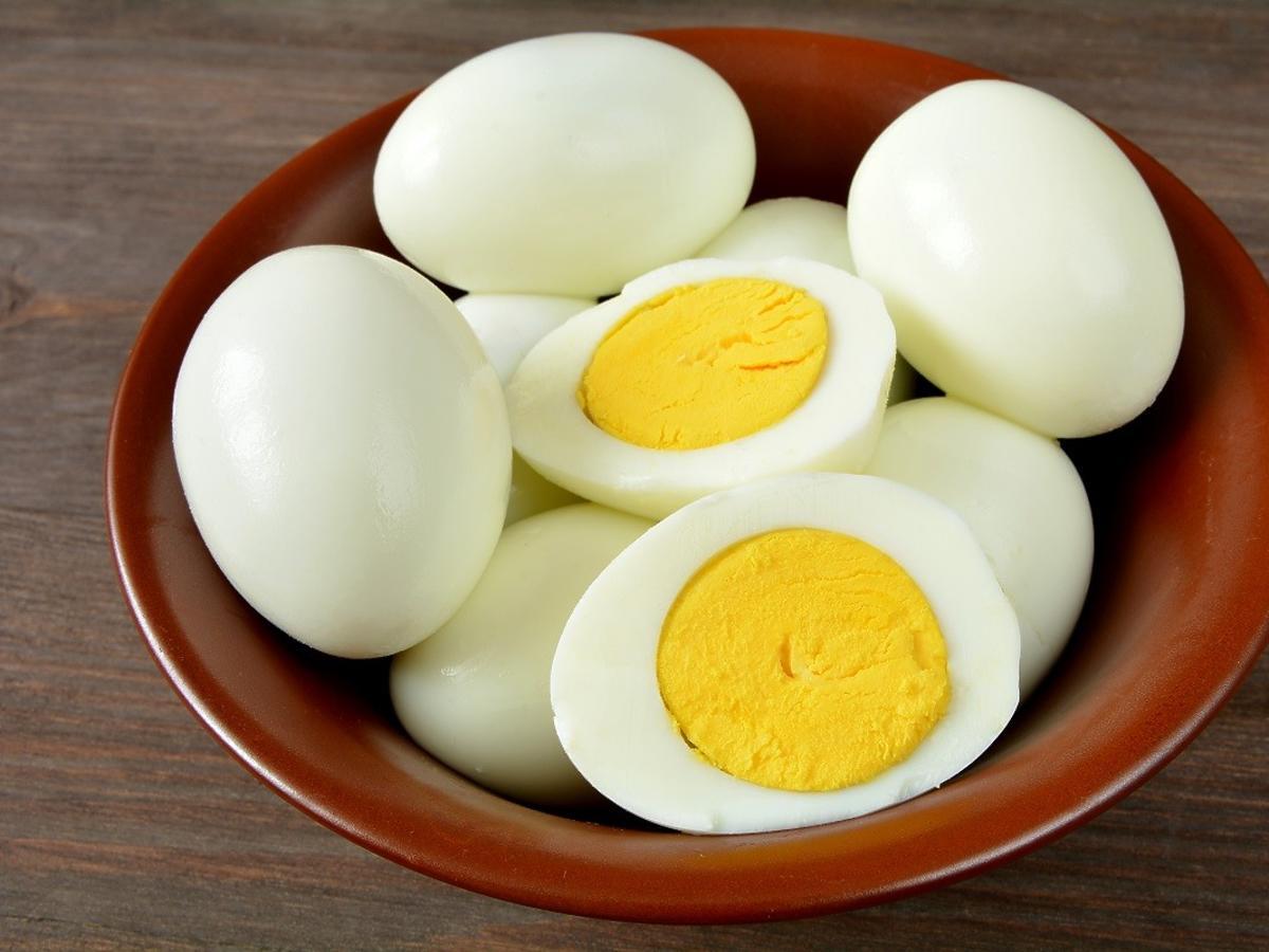 Jak długo można przechowywać ugotowane jajka w lodówce? To zaskoczy każdego
