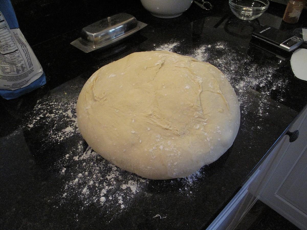 jak długo wyrabiać ciasto drożdżowe