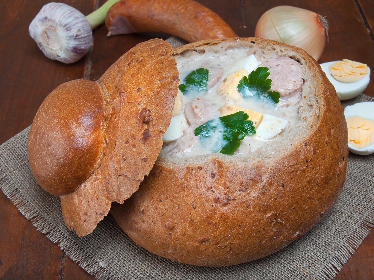 Jak podać żurek w chlebie? Przed nalaniem zupy zróbcie 1 trik
