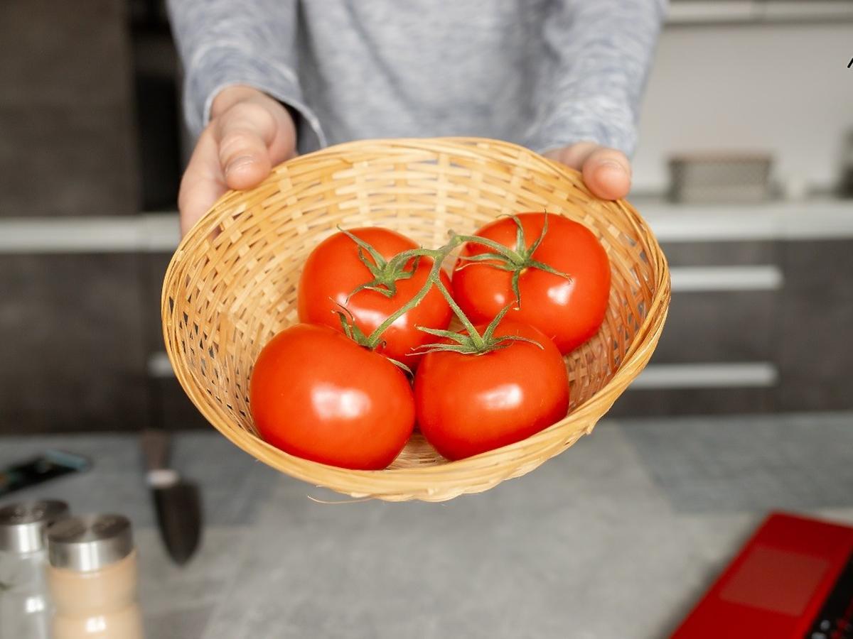 Jak przechowywać pomidory? W plastikowej torebce, w lodówce czy na parapecie?