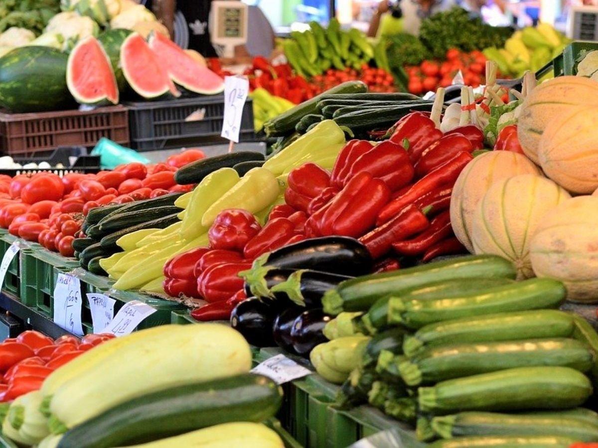 Jak rozpoznać, czy warzywa i owoce kupowane w sklepach są polskie? Zwróćcie uwagę na te 3 rzeczy