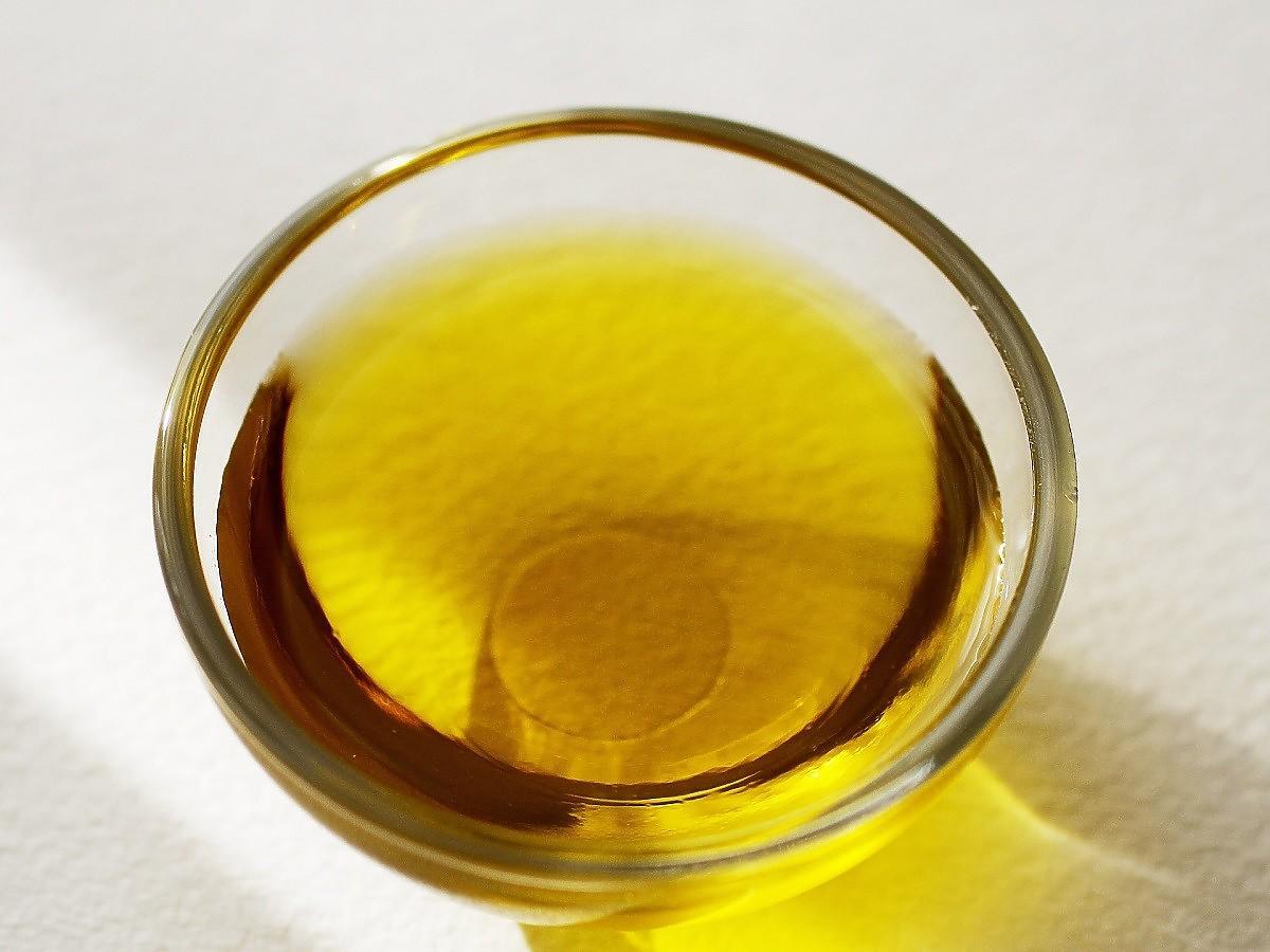 Jak rozpoznać zepsuty olej? Zwróćcie uwagę na 1 rzecz. Jest kluczowa