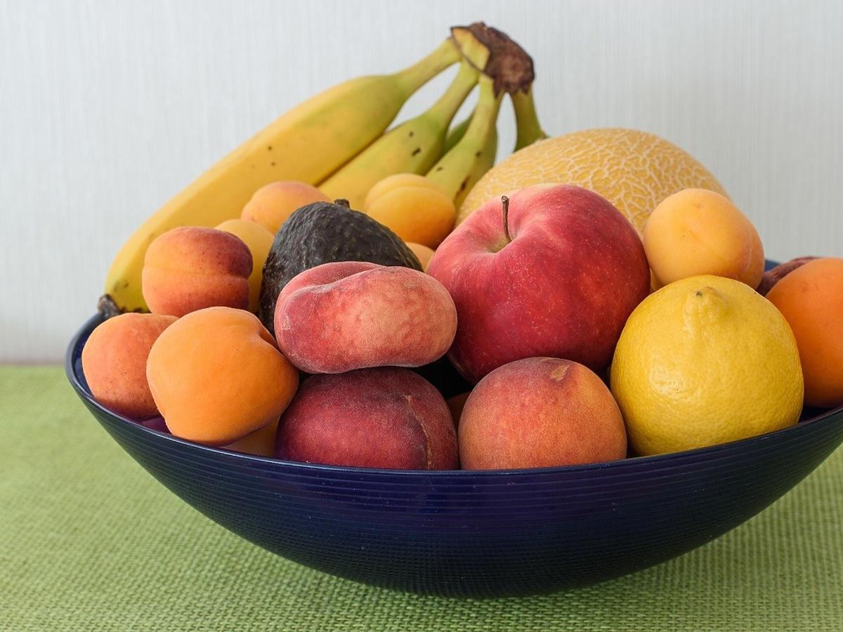 Jak sprawdzić czy owoce nie mają robaków? Zdradza je 1 szczegół
