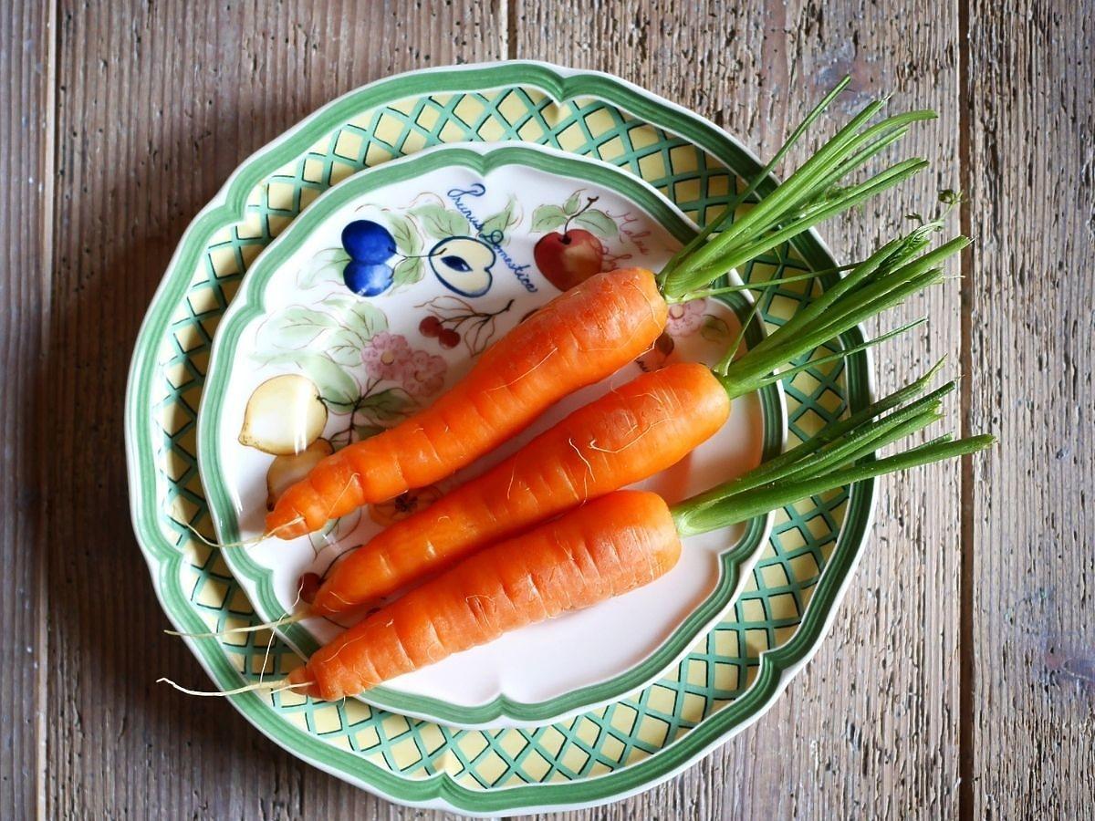 Jak szybko obrać marchewkę? Nie potrzebujecie ani noża ani obieraczki. Ale jak to?