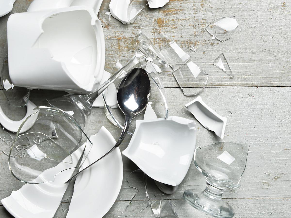 Jak szybko posprzątać potłuczone szkło? Potrzebne wam będzie... to warzywo