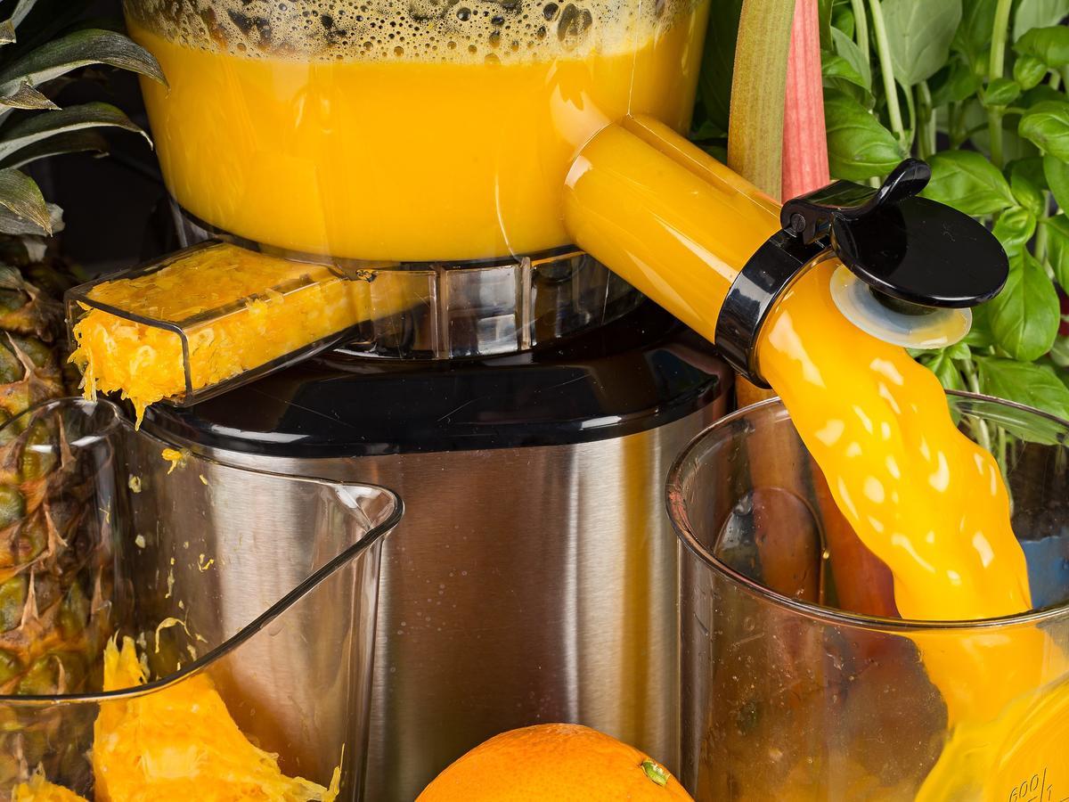 Jak umyć sokowirówkę? Przyda się... popularny owoc!