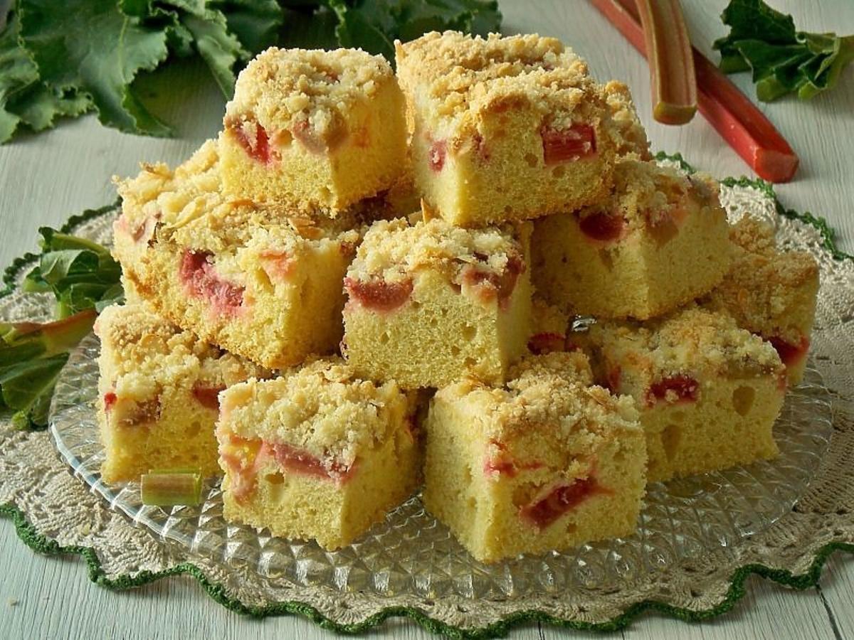 Jak z podręcznika. Najsmaczniejsze ciasto ucierane z rabarbarem i z kruszonką. Smak tkwi w prostocie SEO: Przepis na ciasto ucierane z rabarbarem à la biszkopt z kruszonką