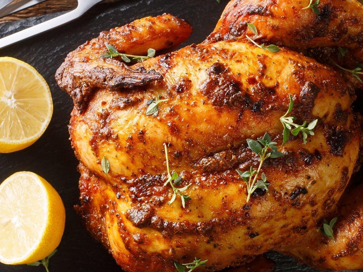 Jak zrobić chrupiącą skórkę na każdym mięsie? Posmarujcie je tą miksturą pod koniec pieczenia