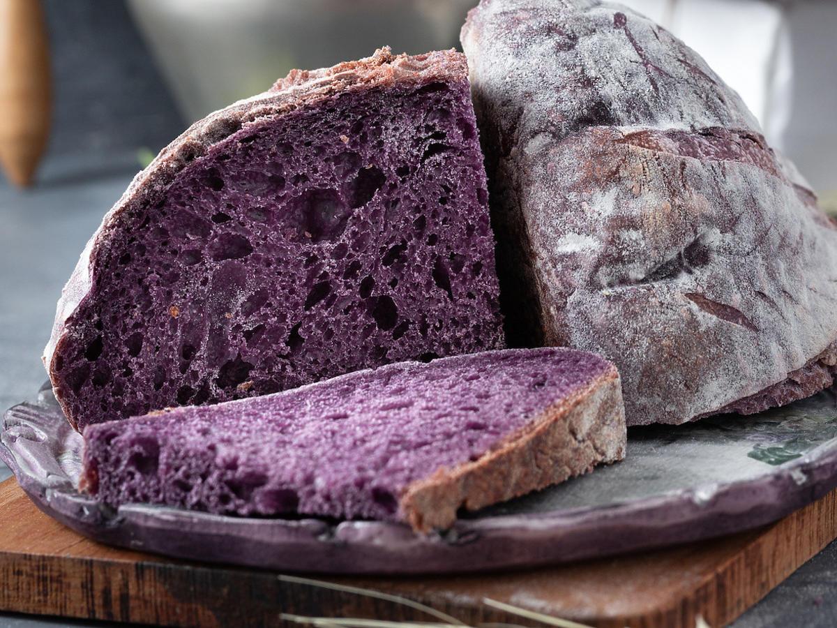 Jak zrobić fioletowy chleb? Wygląda i smakuje wspaniale na dodatek jest bardzo zdrowy