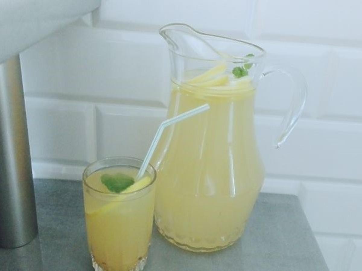 Jak zrobić orzeźwiającą lemoniadę? Prosty i błyskawiczny przepis