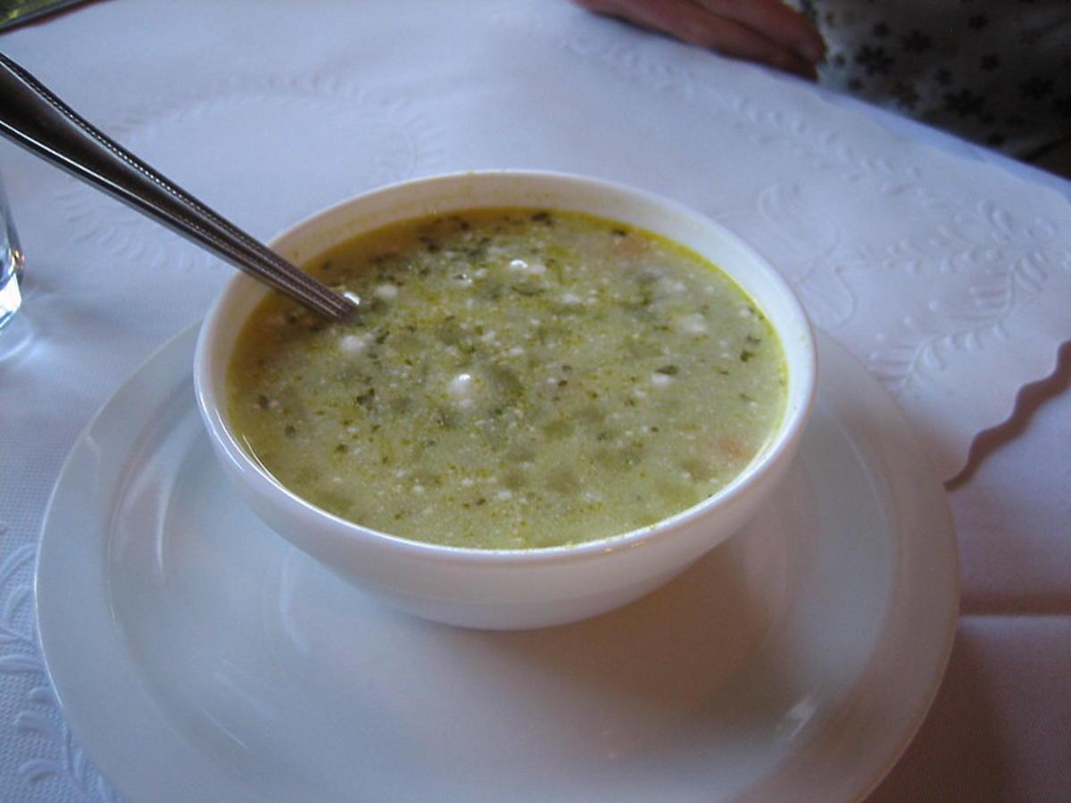 Jakie przyprawy najlepiej podkreślą smak zupy ogórkowej?