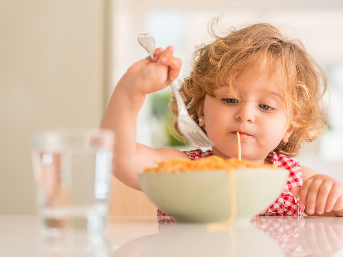jedzace dziecko