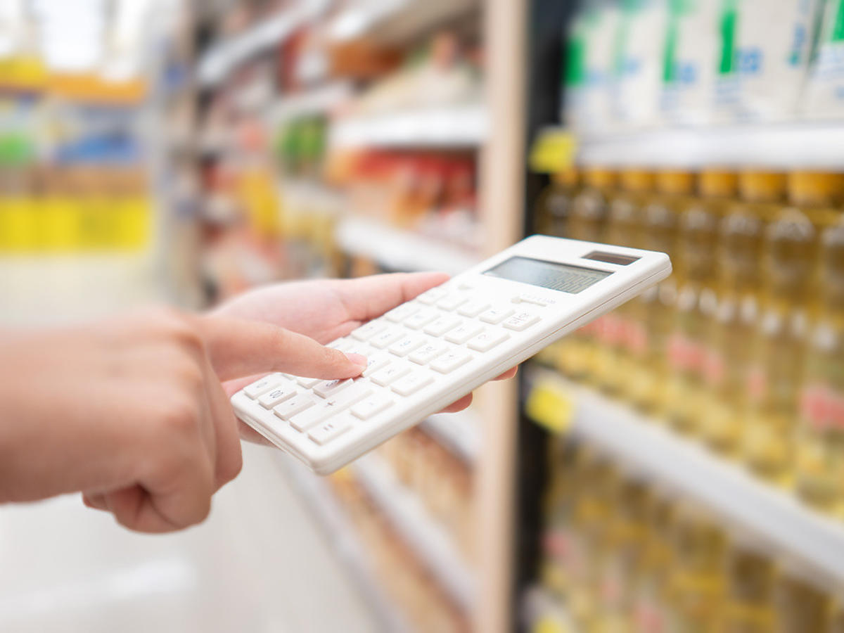 Jedzenie coraz droższe, na dodatek są złe wieści. Płaca minimalna będzie o 10% niższa niż przewidywano