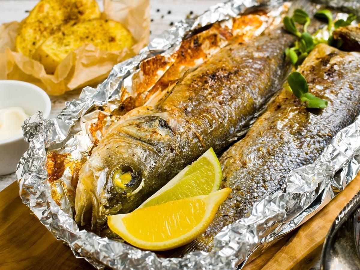 Jedziecie na wczasy nad morzem? Na rybę idźcie tylko do takich restauracji i knajp