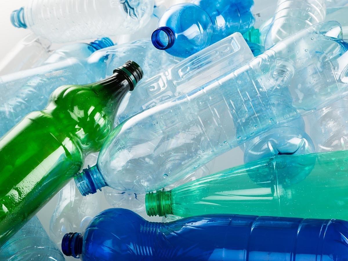 Kaucja za plastikowe butelki coraz bliżej. Ile wyniesie?