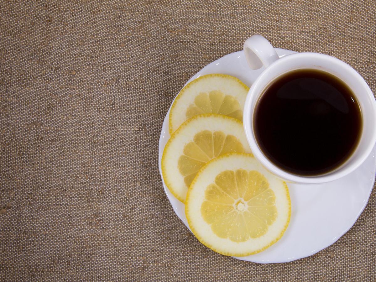 Kawa z cytryną pomaga nie tylko na migrenę, ale też wspomaga odchudzanie. Jak ją przygotować?