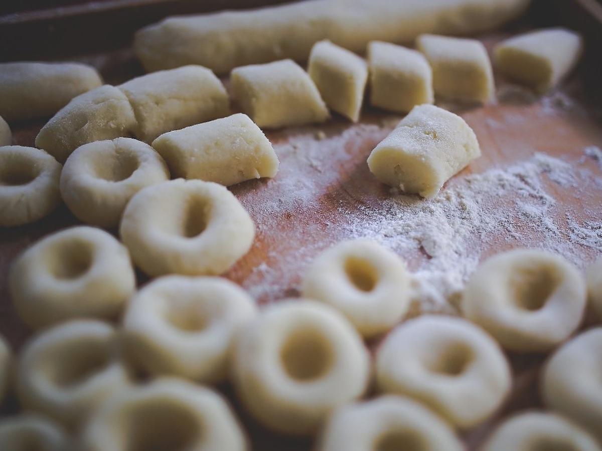 kluski śląskie ze skwarkami przepis