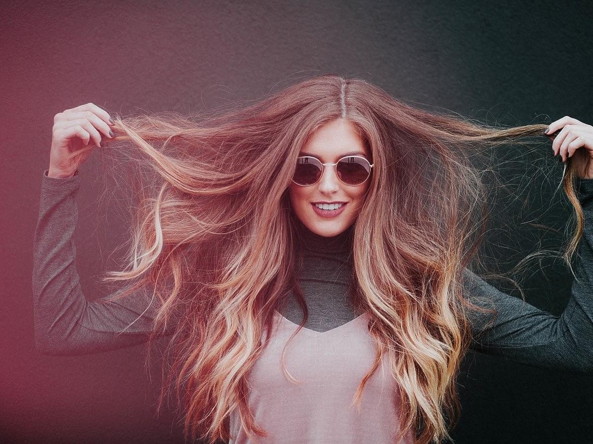 Kobieta, długie włosy