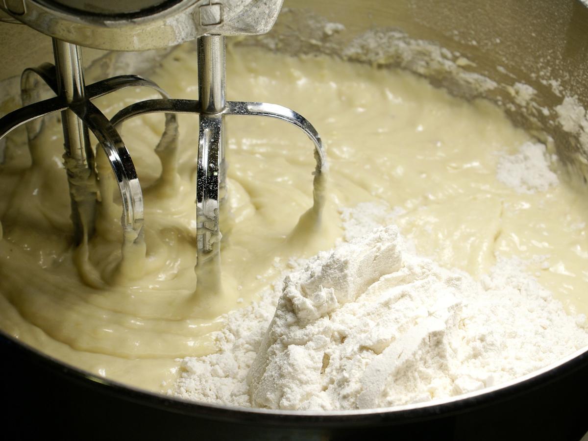 Koniec z podjadaniem surowego ciasta! Surowa mąka może zawierać groźne bakterie